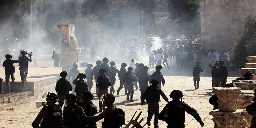 İsrail polisinden Mescidi Aksa'ya saldırı : 37 yaralı