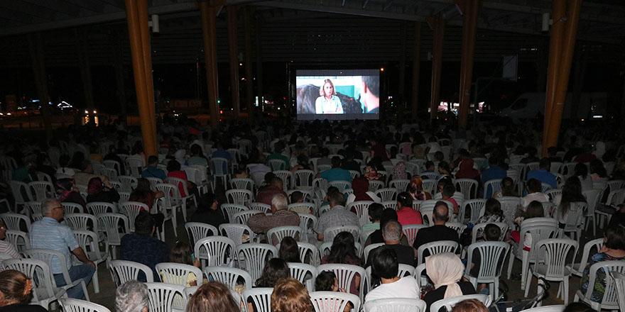 Başkent'te açık hava sineması devam ediyor