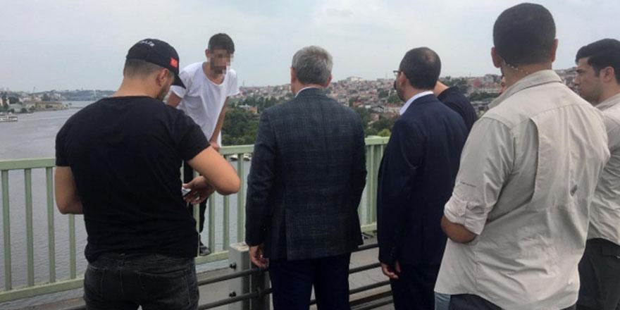 Bakan Kasapoğlu genci intihardan vazgeçirdi