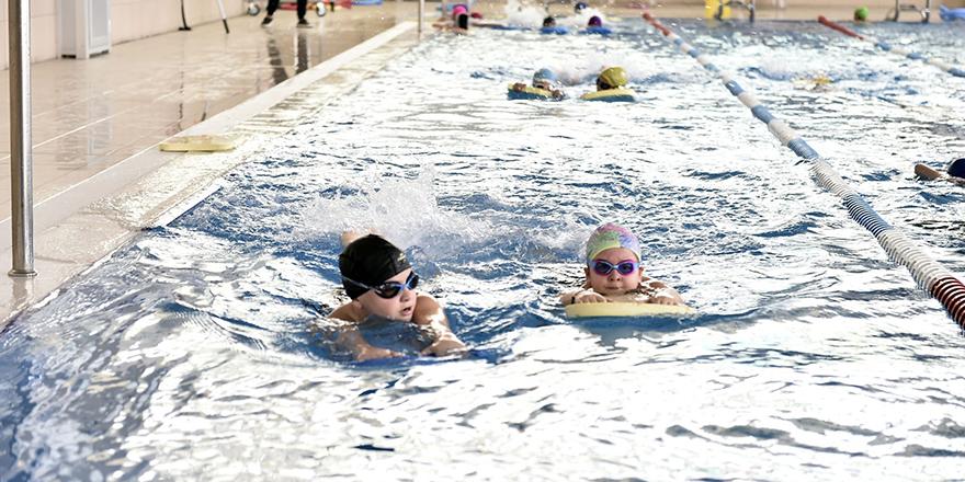 Mamaklılardan yüzme havuzuna yoğun ilgi