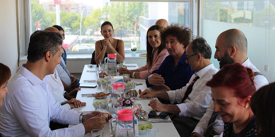 Yüksek İhtisas Üniversitesi'ne ünlü Şef Hüseyin Özer'i ağırladı