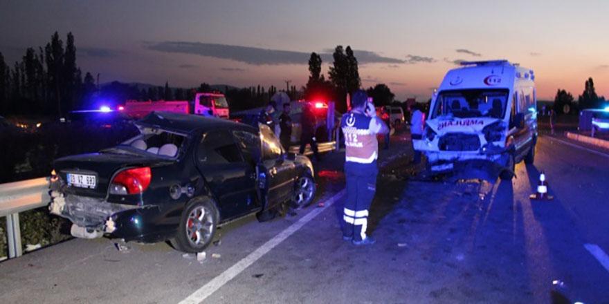Kütahya'da trafik kazası can aldı: 3 ölü