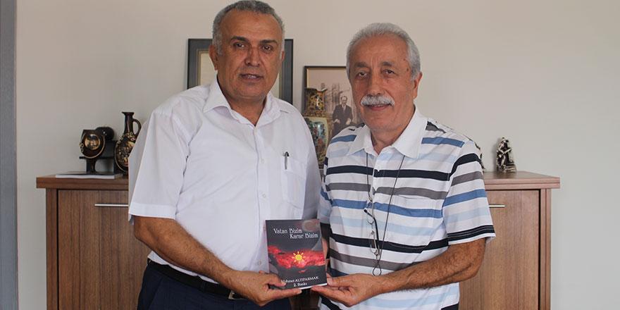 """Mehmet Altıparmak'ın yeni kitabı """"Vatan Bizim Karar Bizim"""" çıktı"""