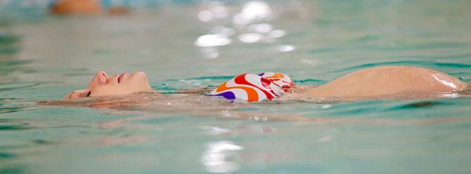 Hamilelikte omurga ağrılarını yüzerek tedavi edin