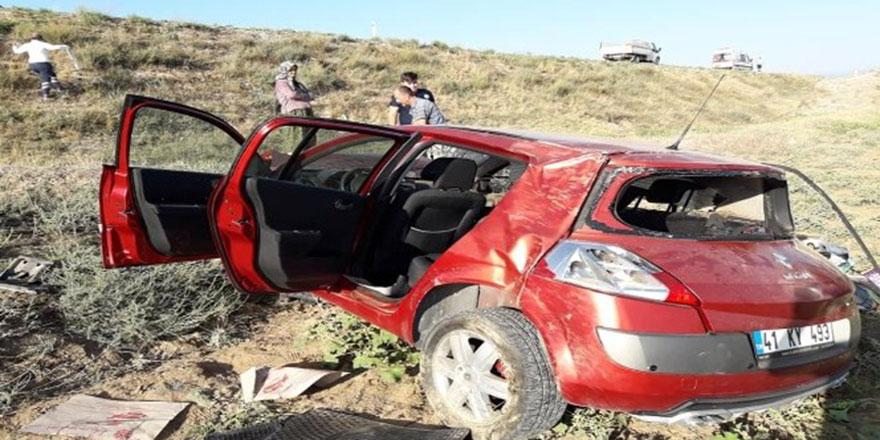 Nallıhan'da otomobil dereye uçtu; 2 yaralı