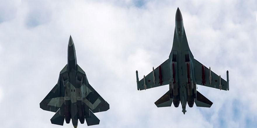 Rusya'da felaketten dönüldü: Rus savaş uçakları havada çarpıştı!