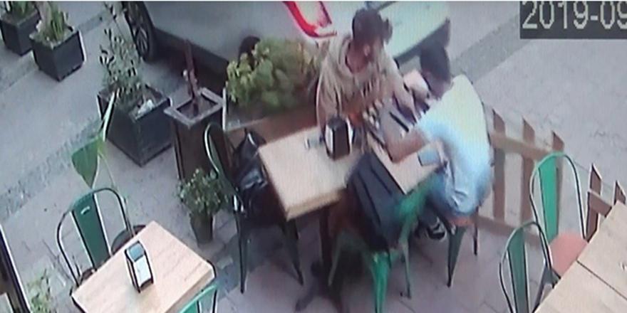 Kafede otururken neye uğradıklarını şaşırdılar