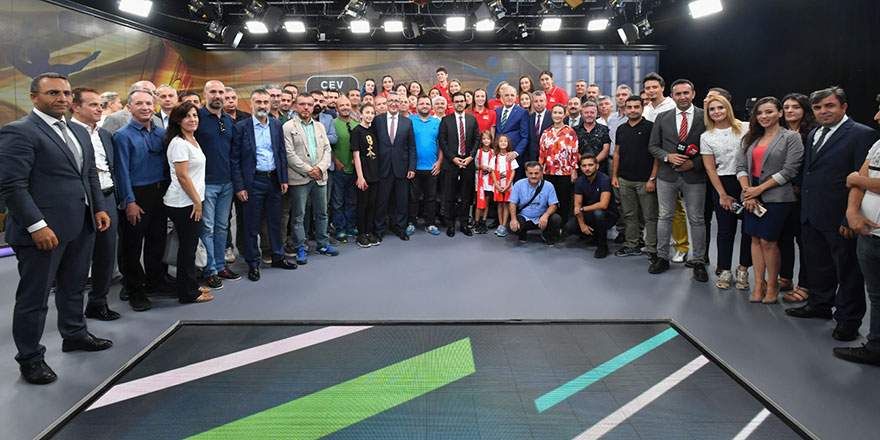 TRT'de final kutlaması