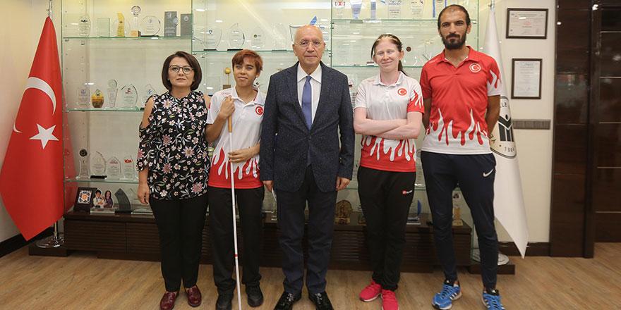 Fethi Yaşar rekortmen sporcuları ağırladı