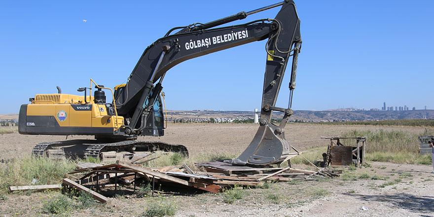 Mogan Gölü'nde kaçak yapılar yıkıldı