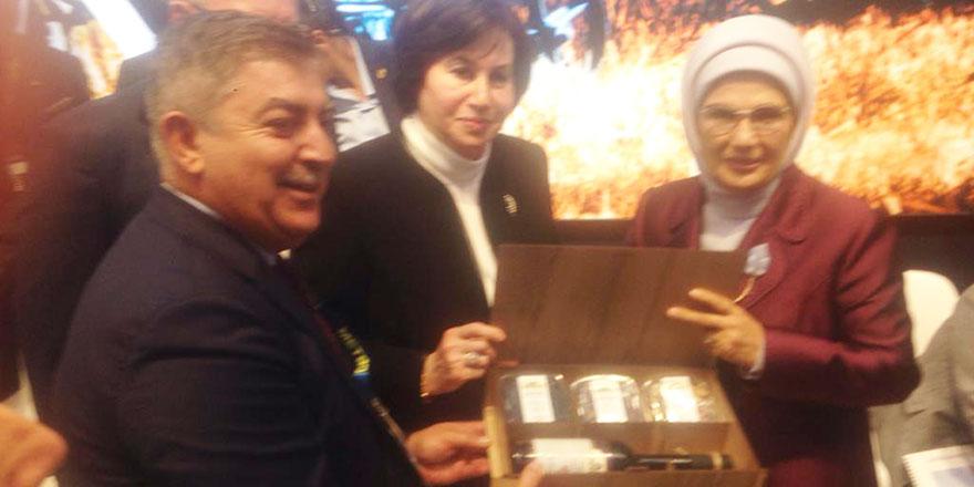 Emine Erdoğan'a Kırşehir pekmezi