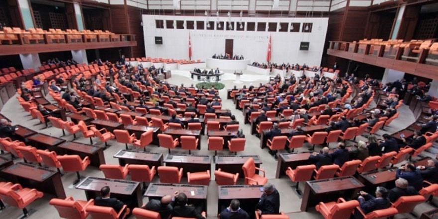 AK Parti yargı paketini MHP'ye sundu