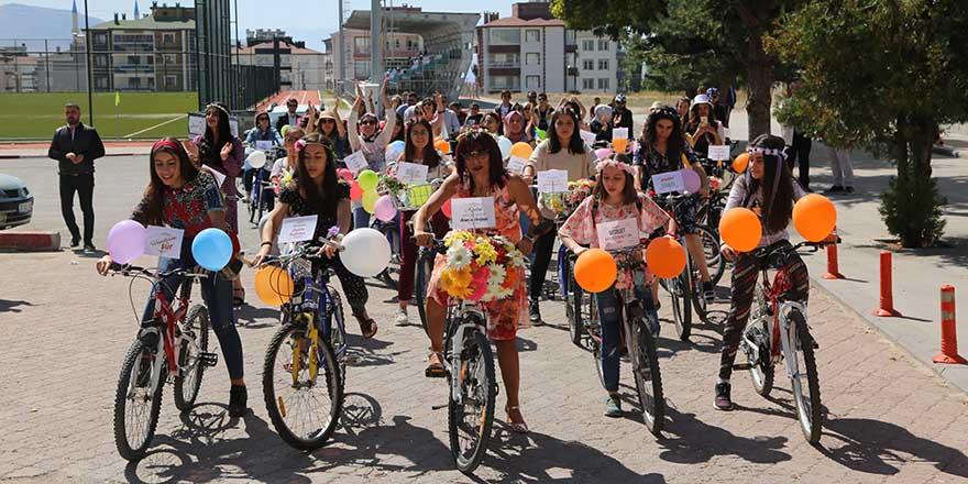 """Develide düzenlenen """"Süslü Kadınlar Bisiklet Turu"""" tamamlandı"""