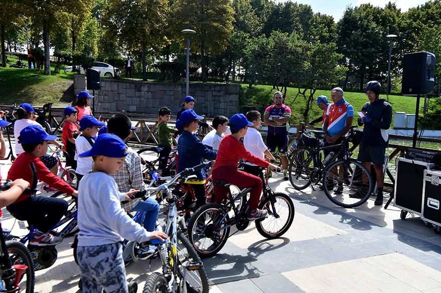 Büyükşehirden çocuklara scooter ve bisiklet etkinliği