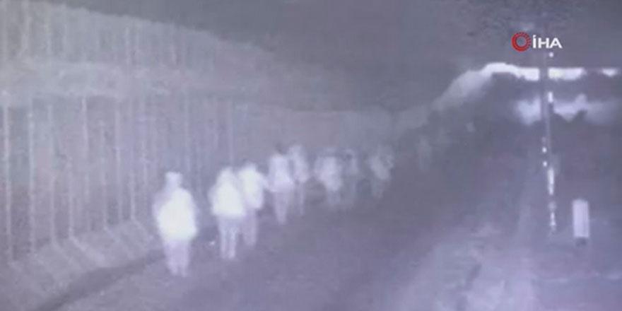 Komandolarımız Suriye'ye girdiği anlar kameralara yansıdı