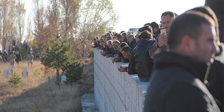 Antalya'da ölü bulunan aile toprağa verildi