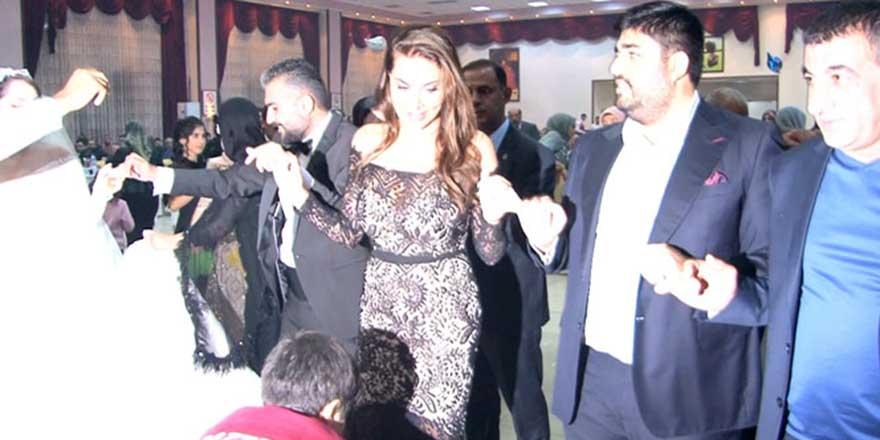 Sanatçı Ebru Yaşar Diyarbakır'da  kayınbiraderinin düğününe katıldı