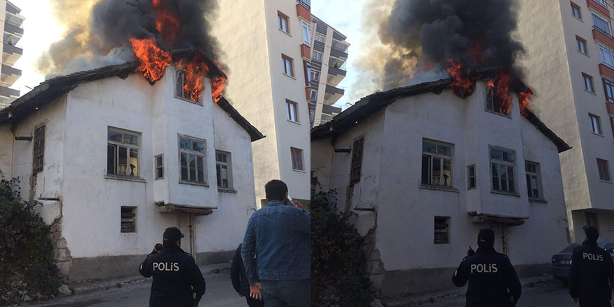 Tarihi Ankara evi alev alev yandı