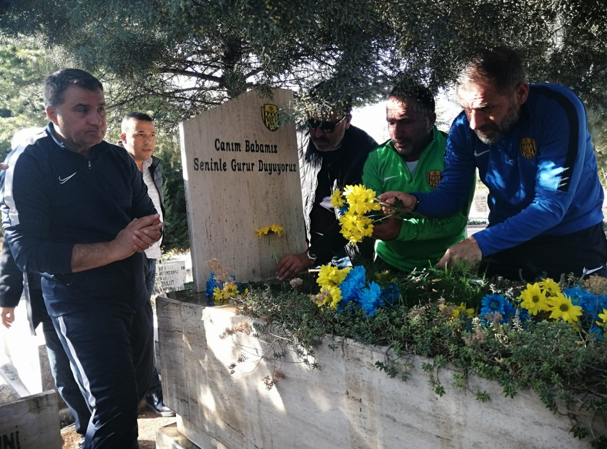 Veli Necdet Arığ'ı mezarı başında anıldı