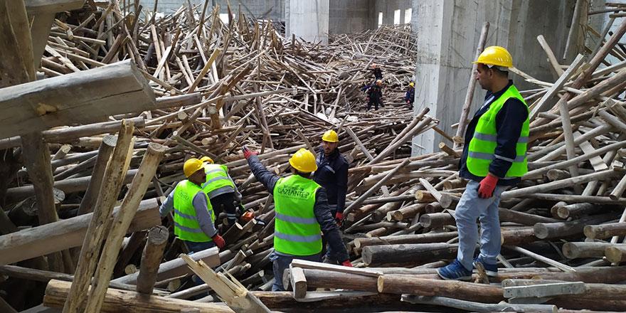 Türkiye'nin en büyük ikinci camisinde iskele çöktü