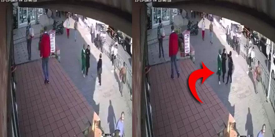 Kadıköy'de başörtülü kızlara saldırı