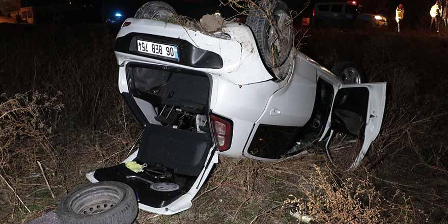Başkent'te otomobil araziye uçtu: 4 yaralı