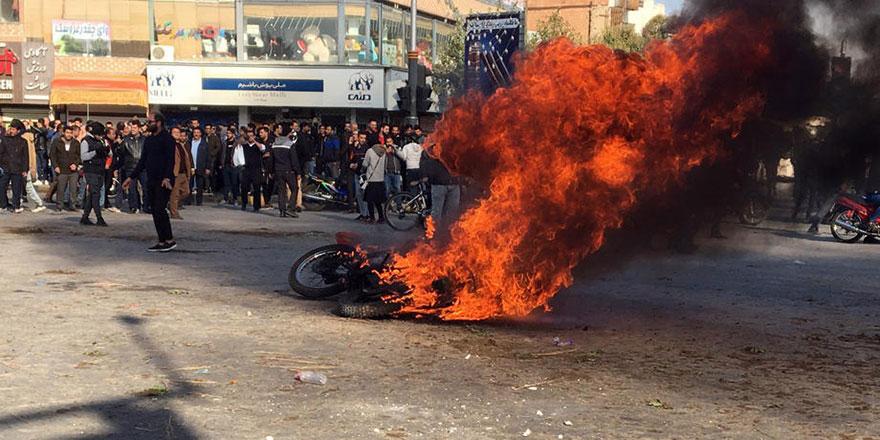 İran'da zam protestosu: 12 ölü
