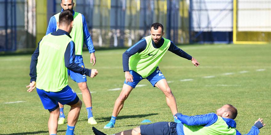 Trabzonspor'u yenerek çıkışa geçmek istiyoruz