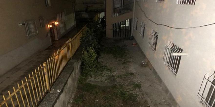 Ankara'da cinnet getiren genç balkondan atladı