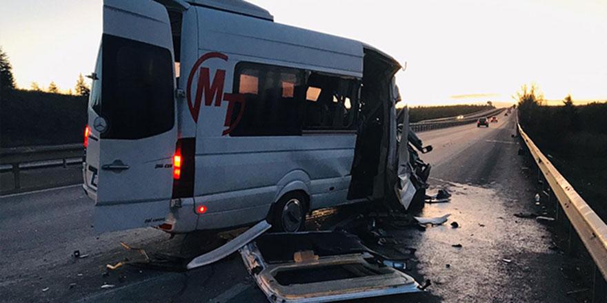 Bursasporlu tarafları taşıyan minibüs kaza yaptı: 17 yaralı