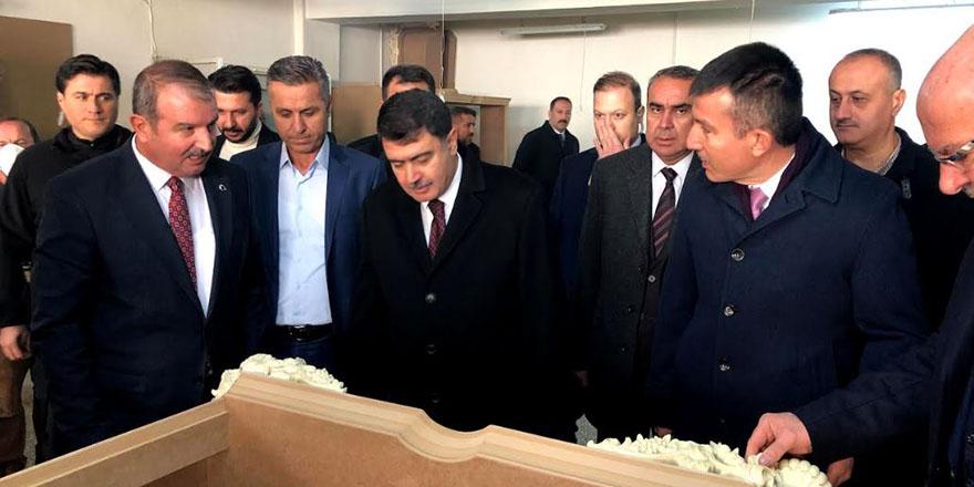 Ankara Valisi Vasip Şahin siteleri ziyaret etti.