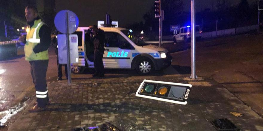 Çankaya'da otomobil polis aracına çarptı