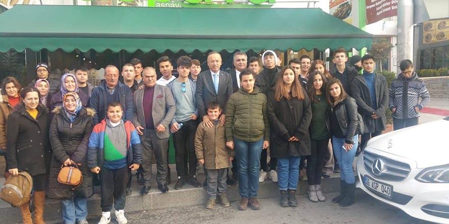 Hacı Turan Kırşehirli öğrencileri Ankara'da ağırladı