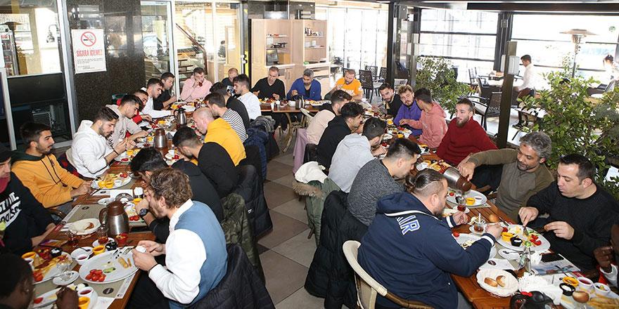 Oyunculara kahvaltı jesti