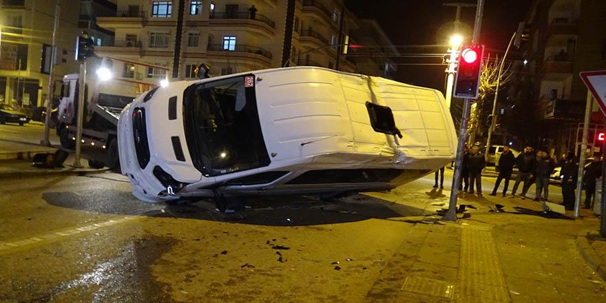 Başkent'te servis ile yolcu otobüsü çarpıştı: 5 yaralı
