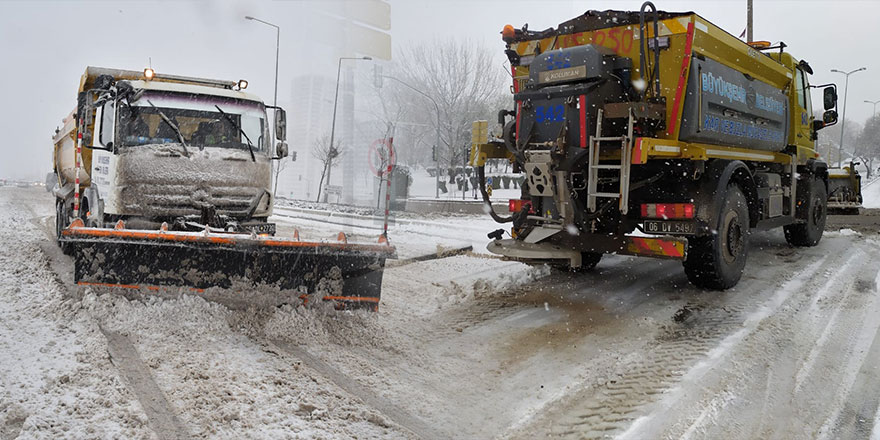 Başkent'te karla mücadele aralıksız sürüyor