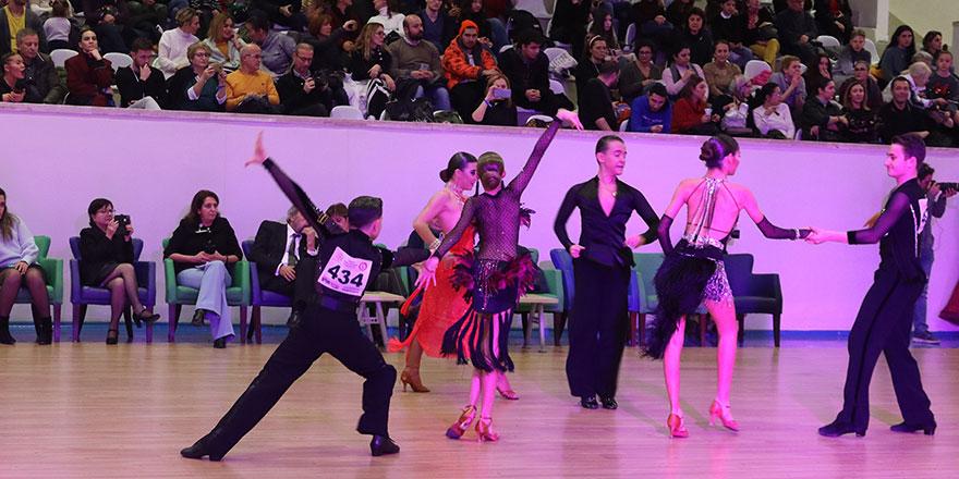 Dansın şampiyonları Nesibe Aydın okullarında