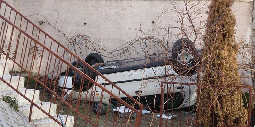 Otomobil apartman bahçesine uçtu