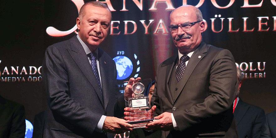 Baran, ödülünü Cumhurbaşkanı Erdoğan'dan aldı