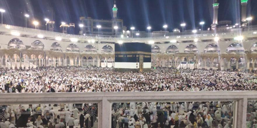 Suudi Arabistan umre ziyaretlerini durdurdu