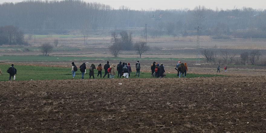 Göçmenler sınır kapılarına yöneldi