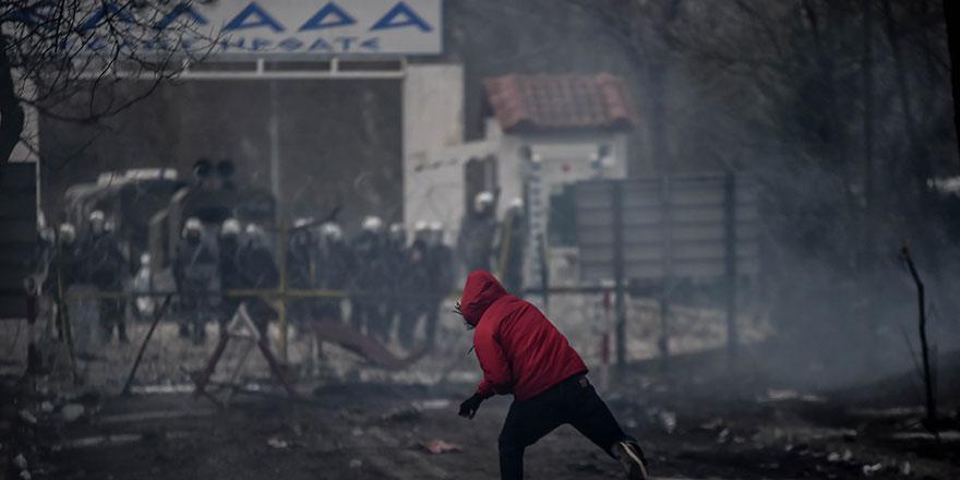Yunan askerinden göçmenlere sert müdahale
