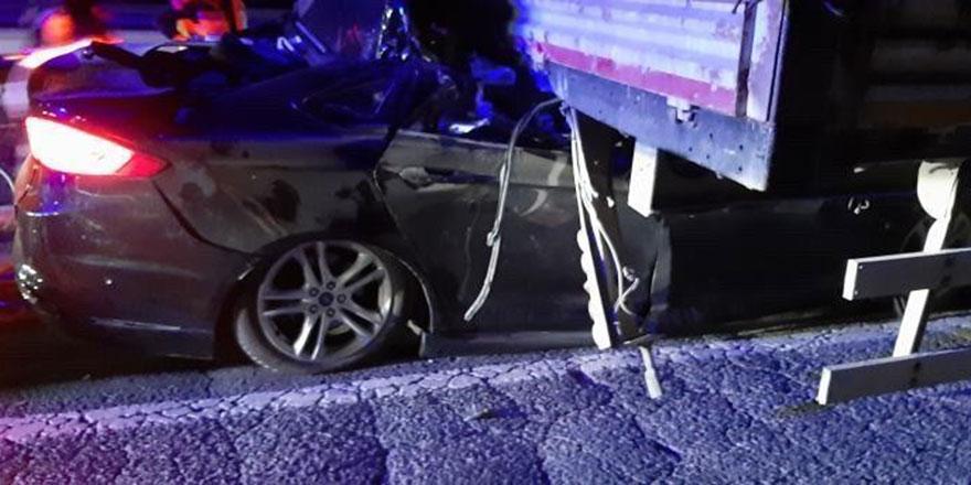 Ankara'da feci kaza! Otomobil TIR'a ok gibi saplandı: İsmail Coşar ve eşi hayatını kaybetti