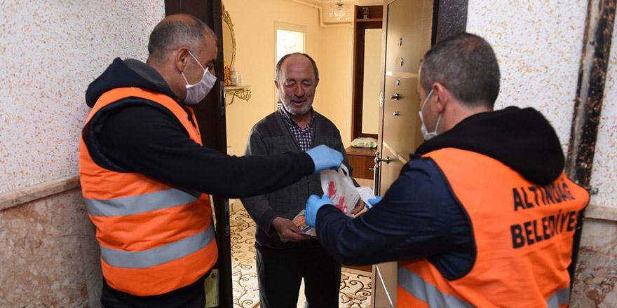 Altındağ'da 60 yaş üstü vatandaşlara yardım
