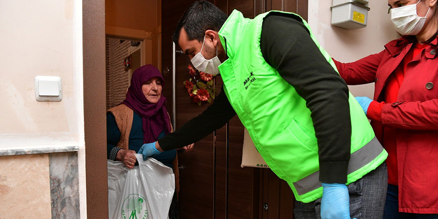 Mamak'ta gıda ve hijyen paketi dağıtıldı