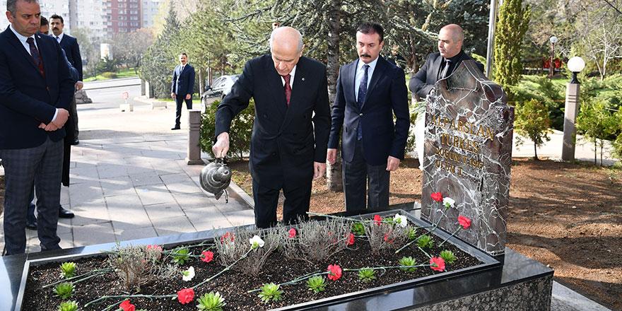 Bahçeli, Türkeş'in Anıtmezarını ziyaret etti