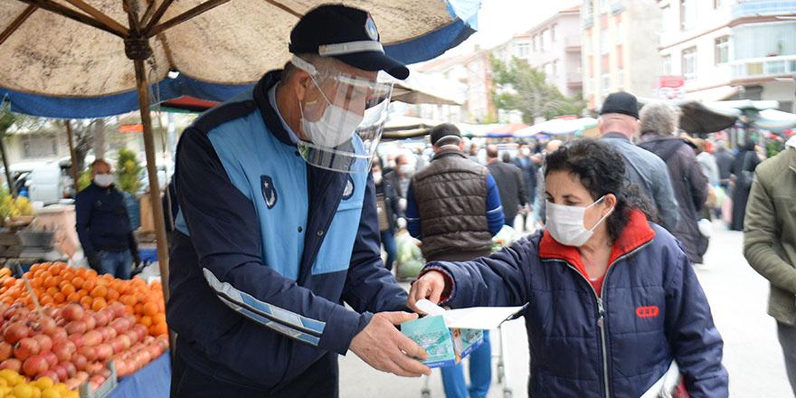 Pazarlarda ücretsiz maske dağıtımı başladı