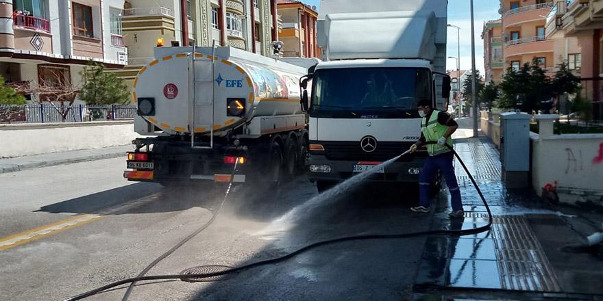 Keçiören Belediyesi bir günde 30 mahalleyi dezenfekte etti