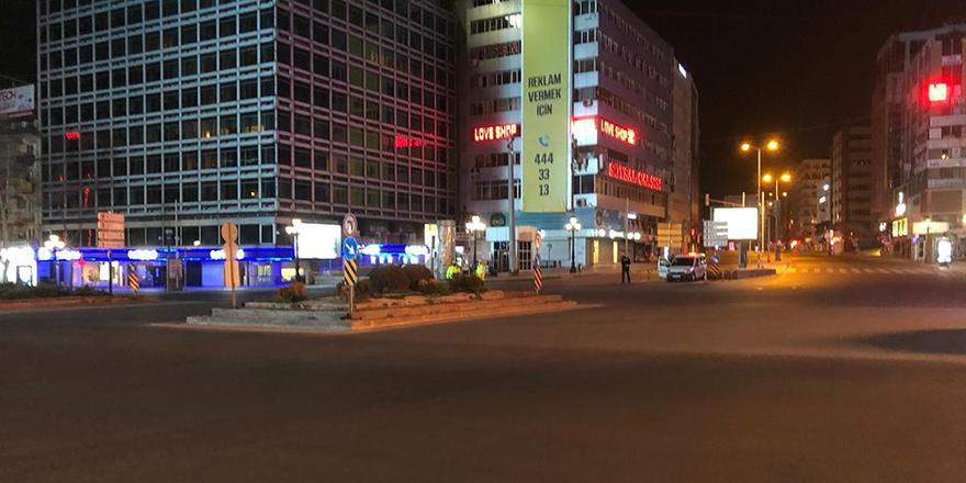 Ankara'nın cadde ve sokaklarında sessizlik hakim
