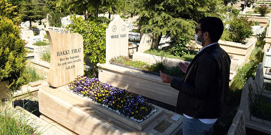 Ankara'da mezarlıklar ziyarete açıldı